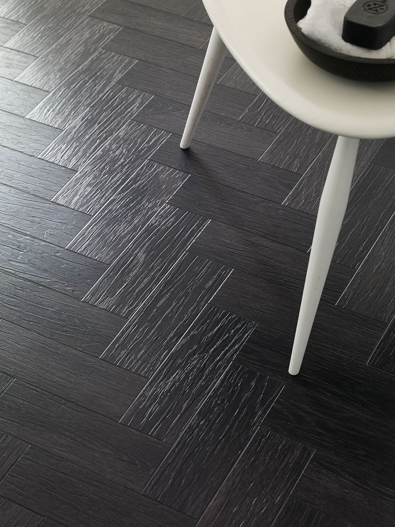 Form Coal Grained Oak