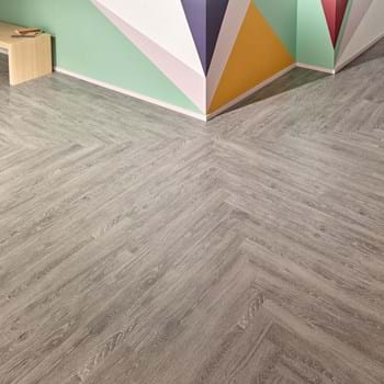 Credenza Oak Commercial Lvt Wood Flooring From The Amtico