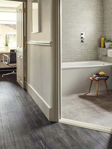 Hallway Amtico Ia Blackened Spa Wood Ss5s3069 In A Stripwood Laying Pattern