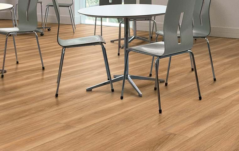 Amtico Spacia 36+, Honey Oak, SG5W2504, in Stripwood laying pattern