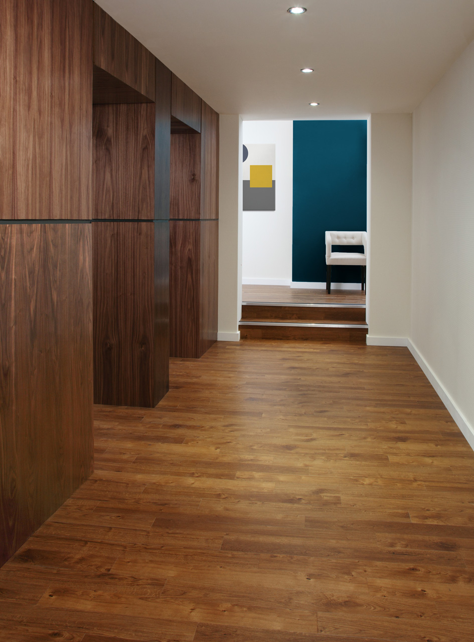 Amtico Spacia 36+, Royal Oak ,SG5W2530 in Stripwood laying pattern