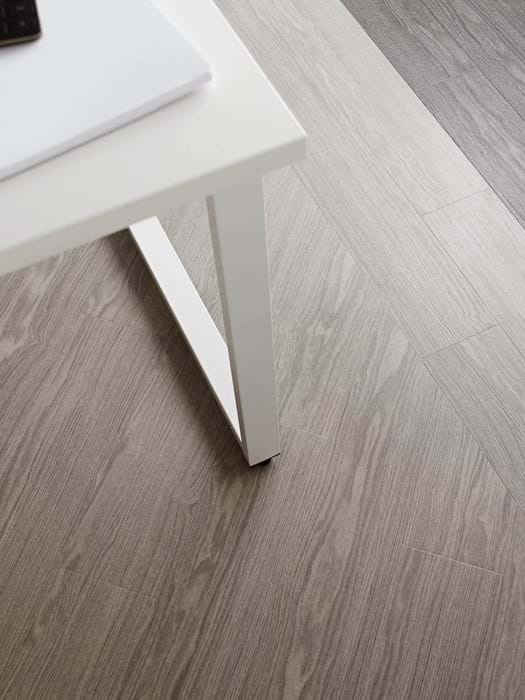 <p>Amtico Access Winter Oak SX5W5021 and Amtico Access Frosted Oak SX5W5020</p>