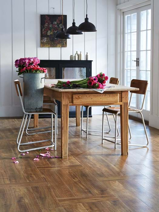 <p>Amtico Signature Farmhouse Oak AR0W7630</p>