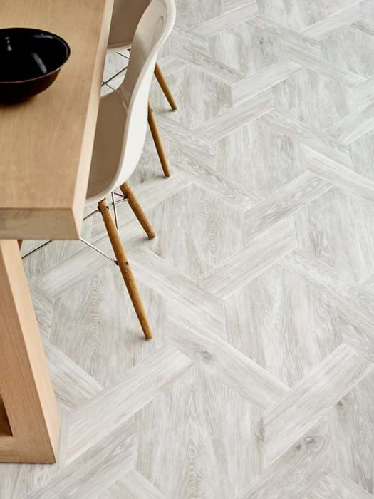<p>Amtico Signature White Wash Wood AR0W7680</p>