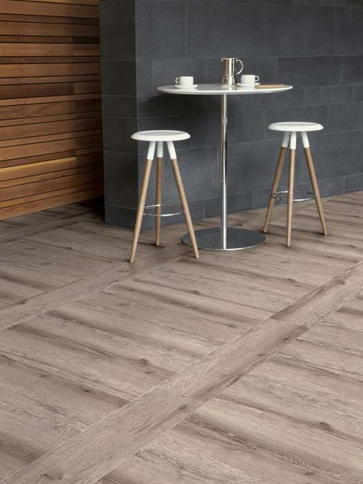 <p>Amtico Signature Chateau Oak AR0W7980</p>