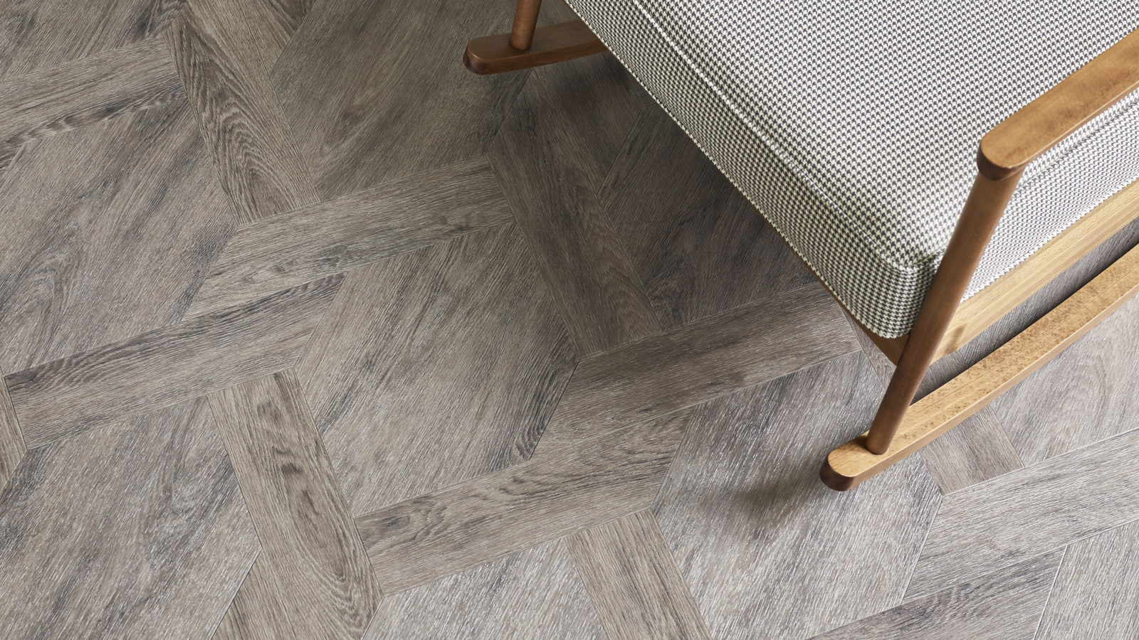 The Versailles, DC320 featuring Amtico Signature Versailles Oak, AR0W8460, in a Castel Weave laying pattern