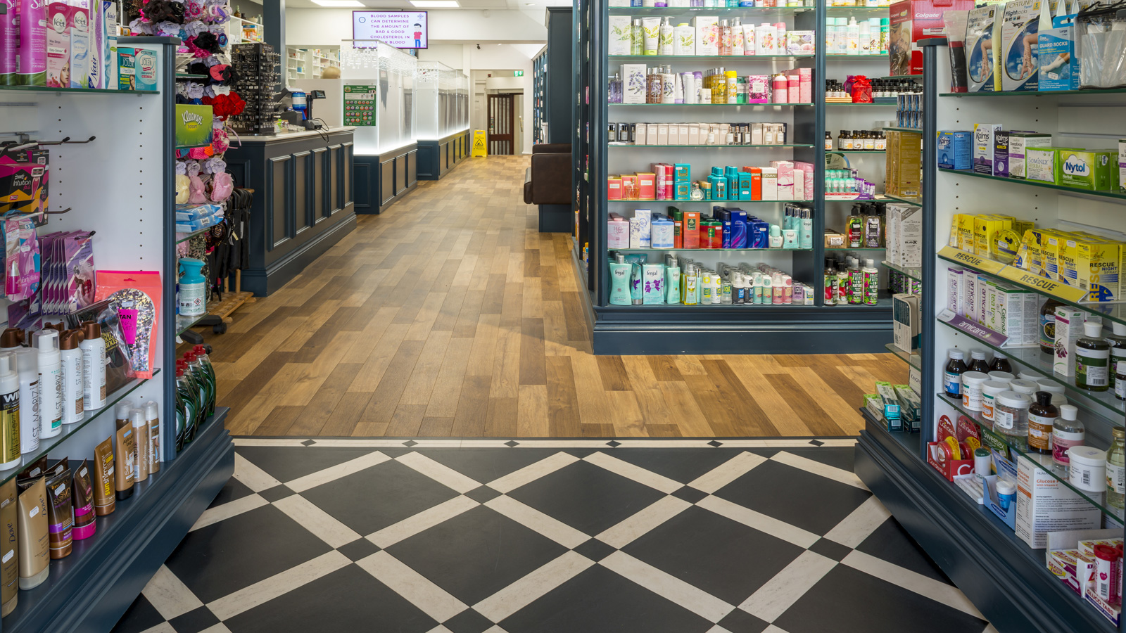 Amtico Signature, Bespoke floor design featuring Graphite Slate, Honed Limestone Natural.