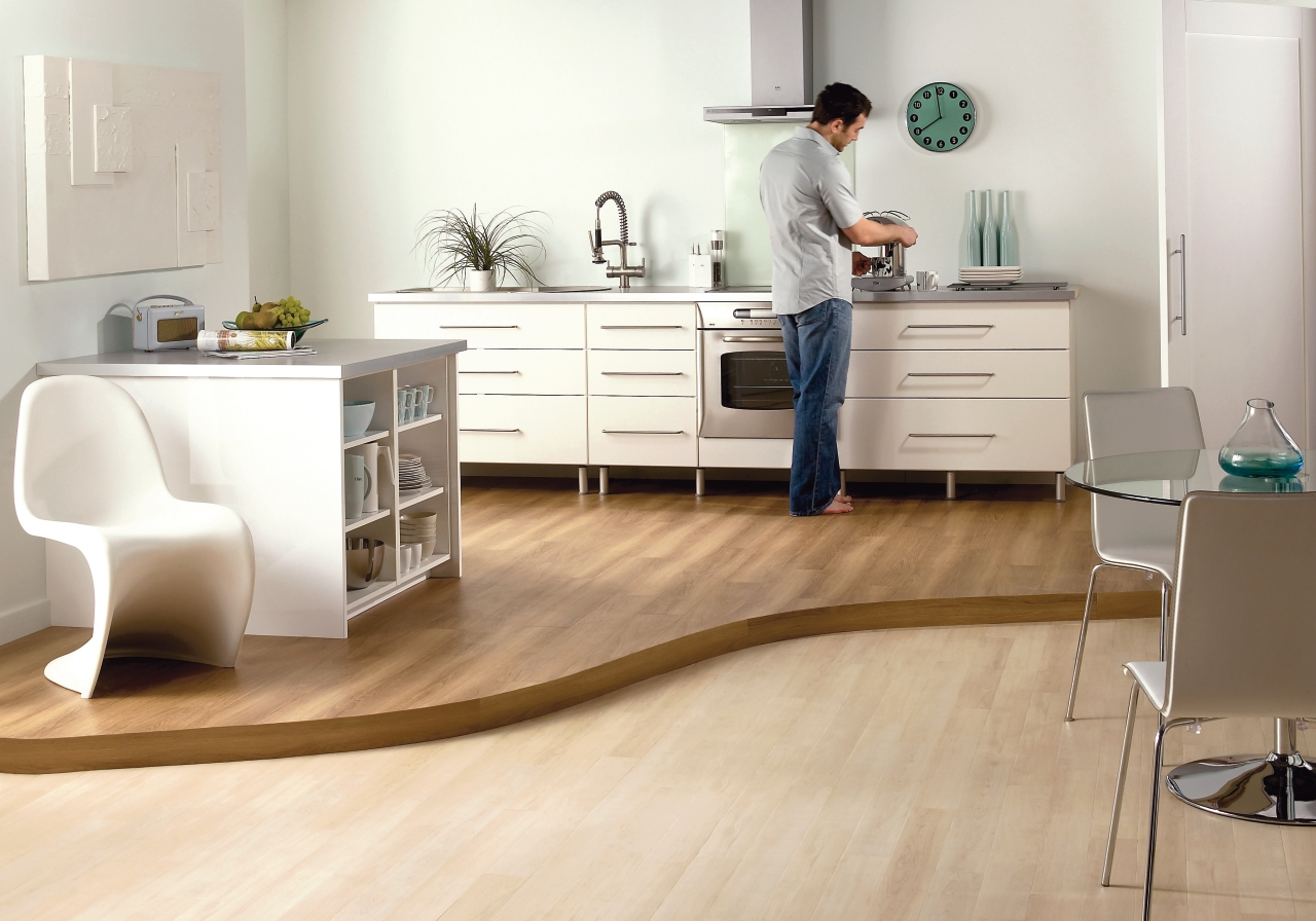 Amtico Spacia in Pale Maple (SS5W2501)
